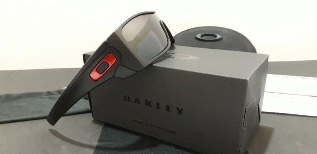 980a60c626a33 Óculos Oakley Batwolf Preto Polido Vermelho Iridium Polarizado - Importado  e Novo