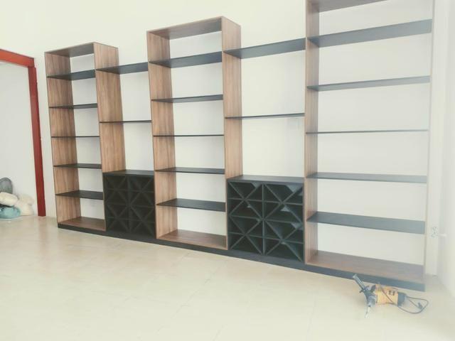Armário comercial em madeira