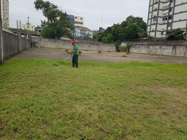 Corte de grama e limpeza de terreno