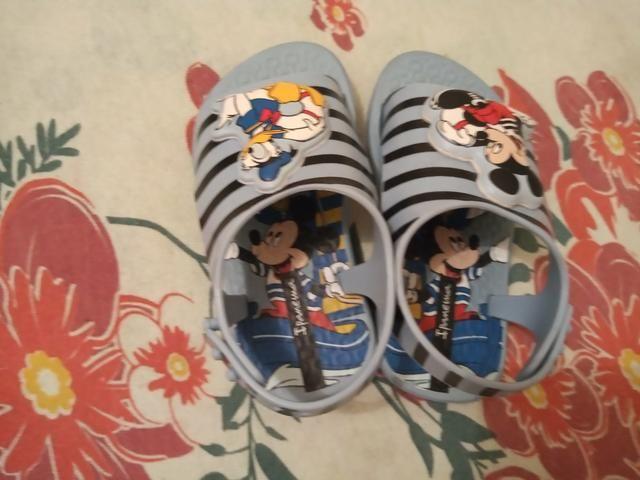 Lote de 7 calçados de menino