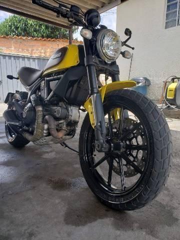 Ducati Scrambler o scrambres