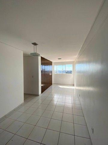 Vendo Excelente Apartamento no Edifício Sorrento. 2/4 Nascente