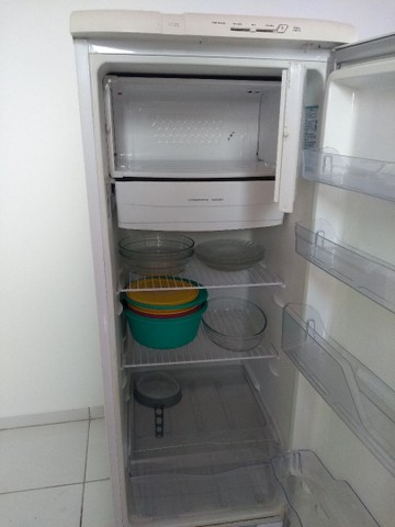 Vendo urgente geladeira