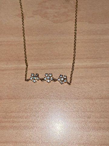 3 colares dourados com brilho nos pingentes  - Foto 3