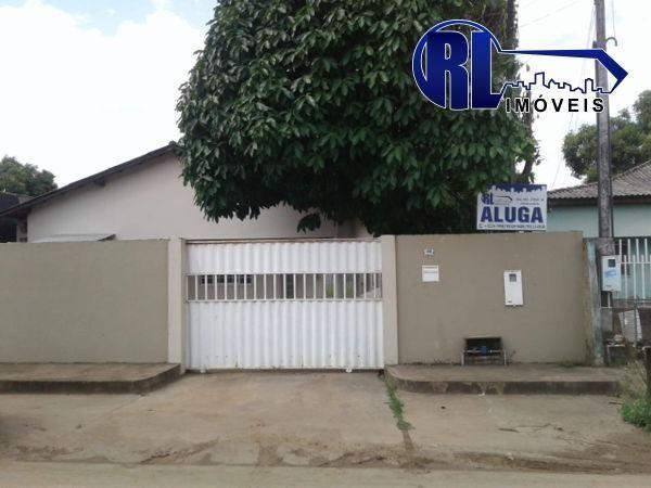 Aluga-se uma casa na Rua Henrique de Oliveira Gomes nº499 Cambará R$1000