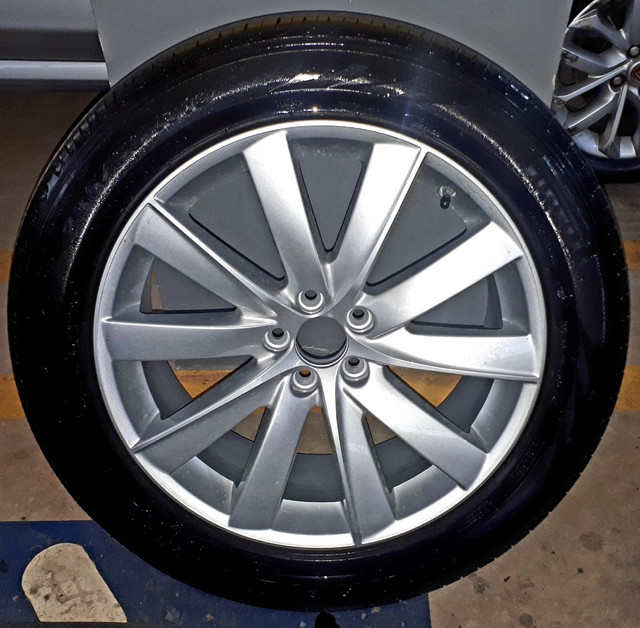 Jogo de Rodas aro 19 originais Volvo com 4 pneus Pirelli zero!