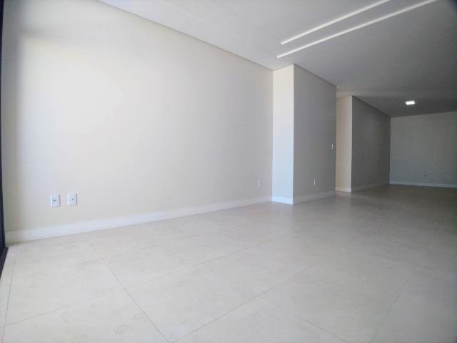 Amplo Apartamento 3 Dormitórios(1Suíte+2D) + Lavabo com 2 Vagas no Centro de Itajaí! - Foto 9