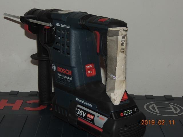 Martelete rotativo Bosch bateria 36 volts - Foto 4