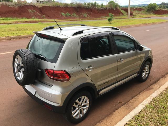 Vendo Volkswagen Crossfox 1.6 2015 Único dono. Aceito trocas de menor valor - Foto 6