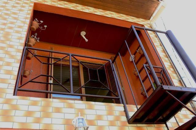 Casa para alugar parte superior 1 dormitório na Pereira Neto com sacada - Foto 2