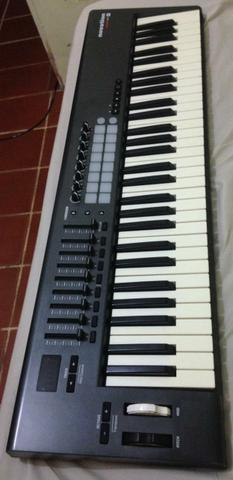 Teclado Controlador Novation Launchkey 61 mk1