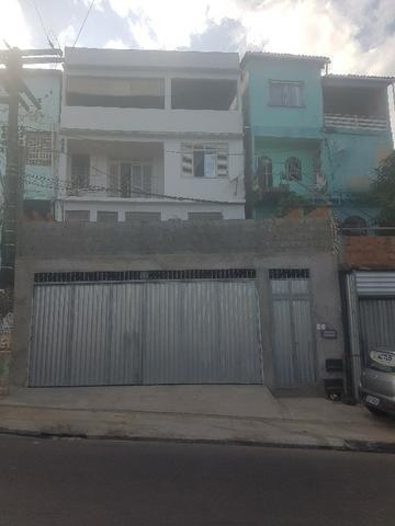 Aluga-se casa em São Caetano, frente de rua, sala ampla, 2/4 grandes, garagem e quintal