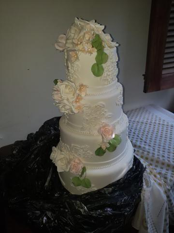 Vendo bolo de casamento