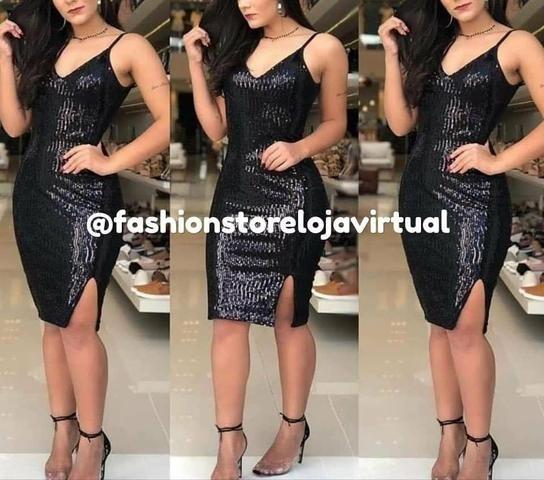 Vestido de festa promoção em paete com fenda tam único com bojo preto - Foto 2