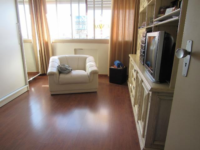 Apartamento três dormitórios,quarto andar