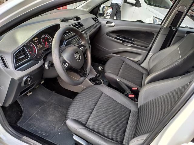 VW Voyage 1.6 Comfortline 2017/208 IPVA 2020 Grátis!!!! - Foto 9