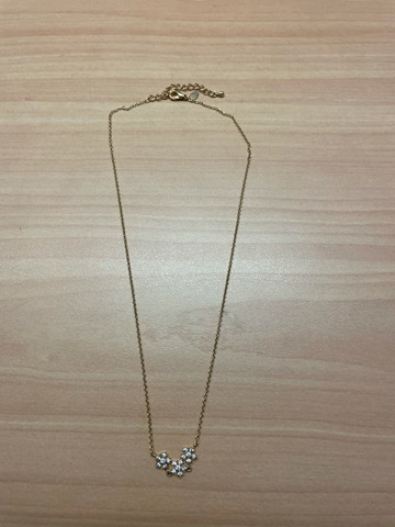3 colares dourados com brilho nos pingentes  - Foto 2