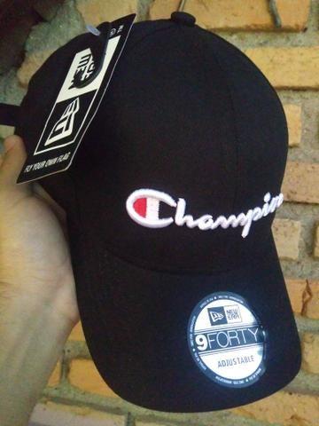 319d95c89d Boné Champion Black Logo StrapBack Fitão Novo Promoção - Roupas e ...