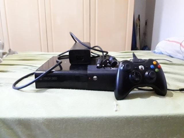 Xbox 360 usado e bloqueado(Modelo: Xbox 360E Console: 1538) incluso 11 jogos