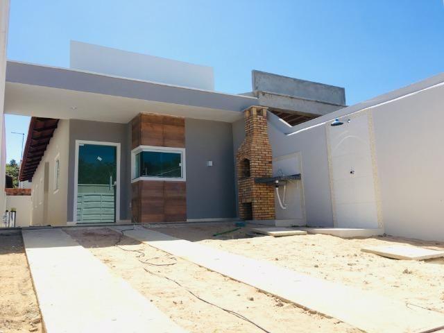 Linda casa com documentação gratis:fino acabamento, 3 quartos , 2 banheiros , 3 vagas - Foto 2
