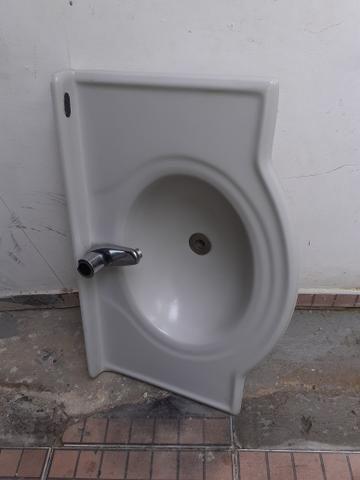 Lavatório para banheiro com torneira - Foto 4