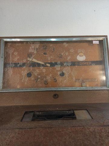 Relógio de bater ponto antigo no estado DIMEP - Foto 3