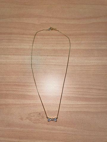 3 colares dourados com brilho nos pingentes  - Foto 4