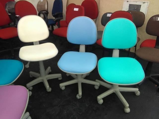 Cadeira giratória em sintético reformada