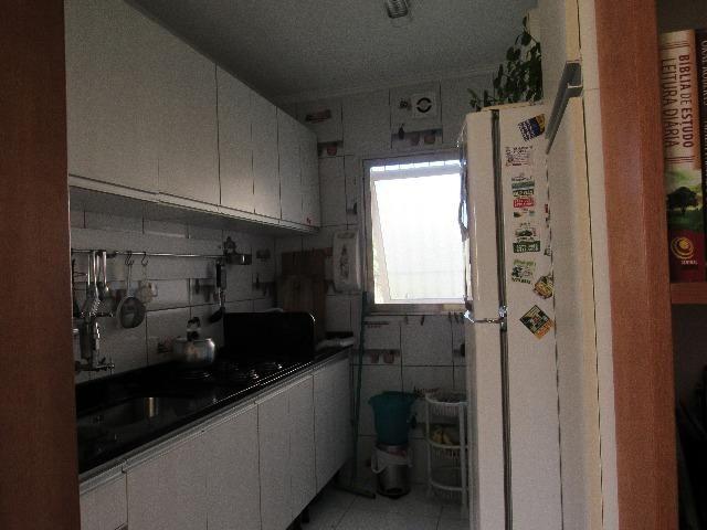 Apartamento térreo com vaga coberta