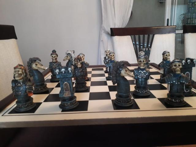 Jogo de xadrez temático medieval