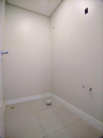 Amplo Apartamento 3 Dormitórios(1Suíte+2D) + Lavabo com 2 Vagas no Centro de Itajaí! - Foto 3