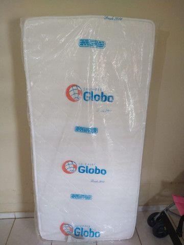Vende-se um colchão Globo.