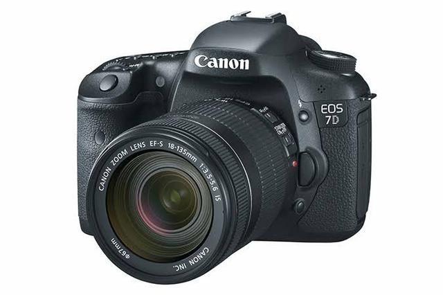 Kit camera canon 7D + lente 18-135 aceito troca em sony a6300 pra cima
