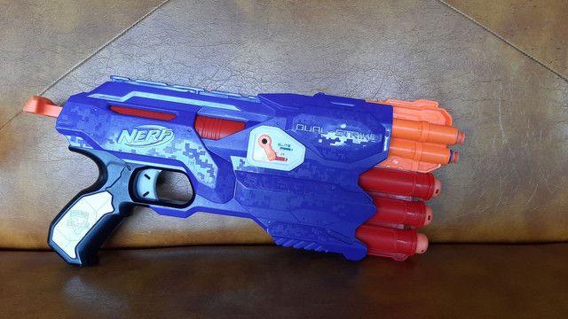 Nerf Dual-strike com 6 dardos  - Foto 2