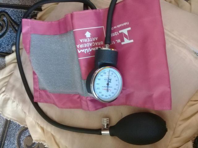 Vendo medidor de pressão e braçadeira - Foto 3