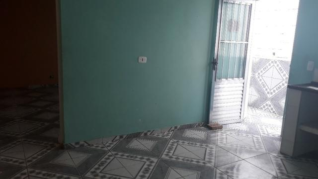 Aluga casa 2 cômodos no Jardim São Marcos p.f . Ônibus járd. São marco - Foto 4