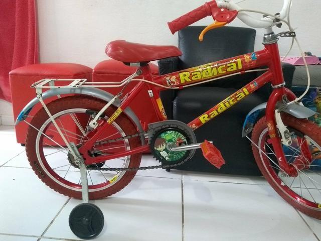 Uma bela bicicleta semi nova