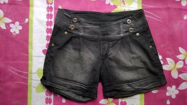Shorts bem conservados tamanho 42