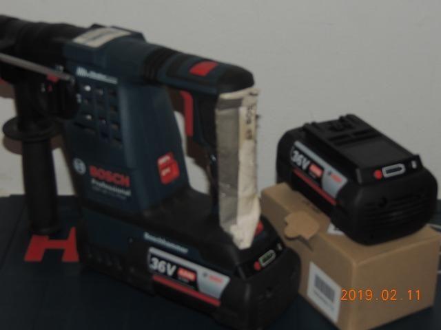 Martelete rotativo Bosch bateria 36 volts - Foto 5