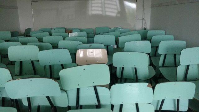 Mesas e Cadeiras Escolares Usados em Alvorada - Foto 2