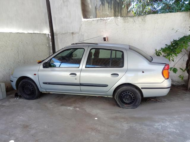 Clio Sedan 2002 - Foto 2