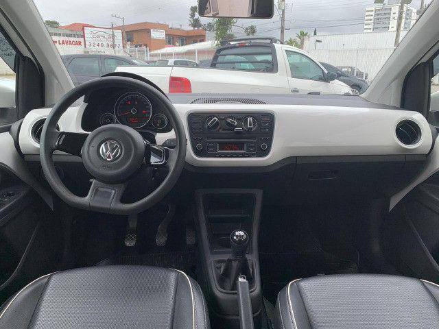 VW Up! High 1.0 TSI 2017 + banco de couro - Foto 4