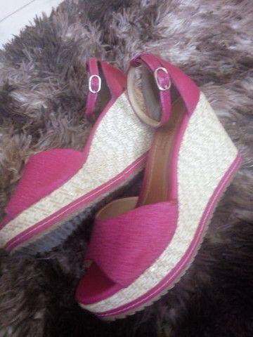 Sandália com Salto tamanho 35 - Foto 2