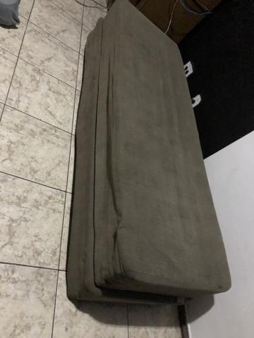 Vendo sofá cama barato acompanha colchão para parte de cima - Foto 2