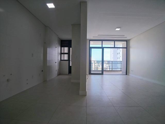 Amplo Apartamento 3 Dormitórios(1Suíte+2D) + Lavabo com 2 Vagas no Centro de Itajaí! - Foto 4