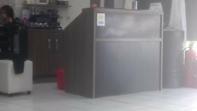 Balcão de recepção e armário