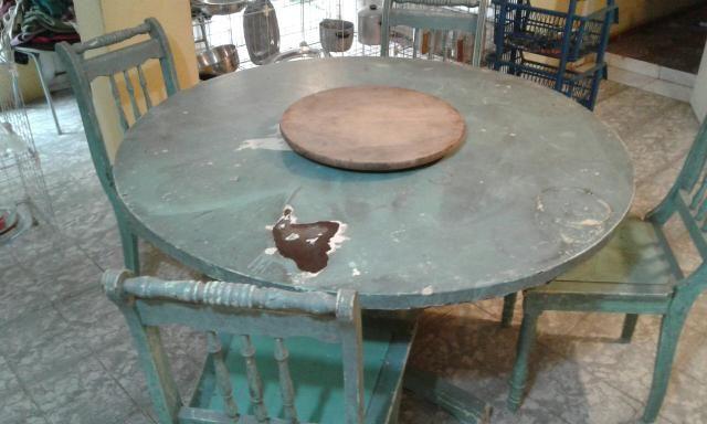 Mesa redonda antiga c/ 4 cadeiras