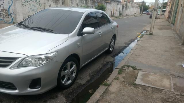 Toyota Corolla 1.8 GLI 2012 AUT extra! banco de couro, aceito motos e carros menor valor - Foto 2