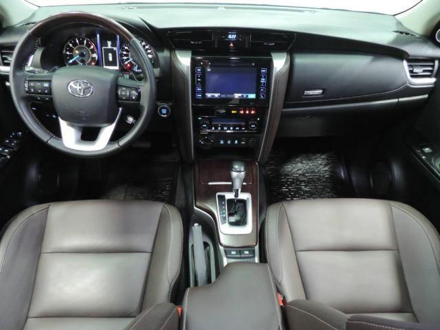 Toyota Hilux SW4 2.8 SRX 4X4 AUT. - Foto 3