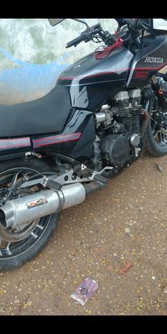 Moto famosa 750